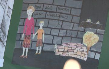 Uczniowie uczcili Irenę Sendlerową