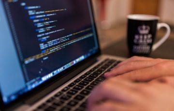 Uczniowie odbiorą laptopy do zdalnej edukacji