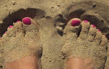 Piękne stopy i dłonie latem
