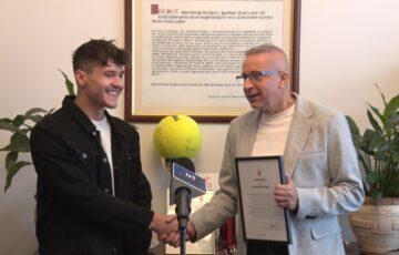 Burmistrz pogratulował studentowi Akademii Sztuk Teatralnych